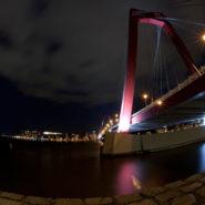 Willemsbrug in de avond